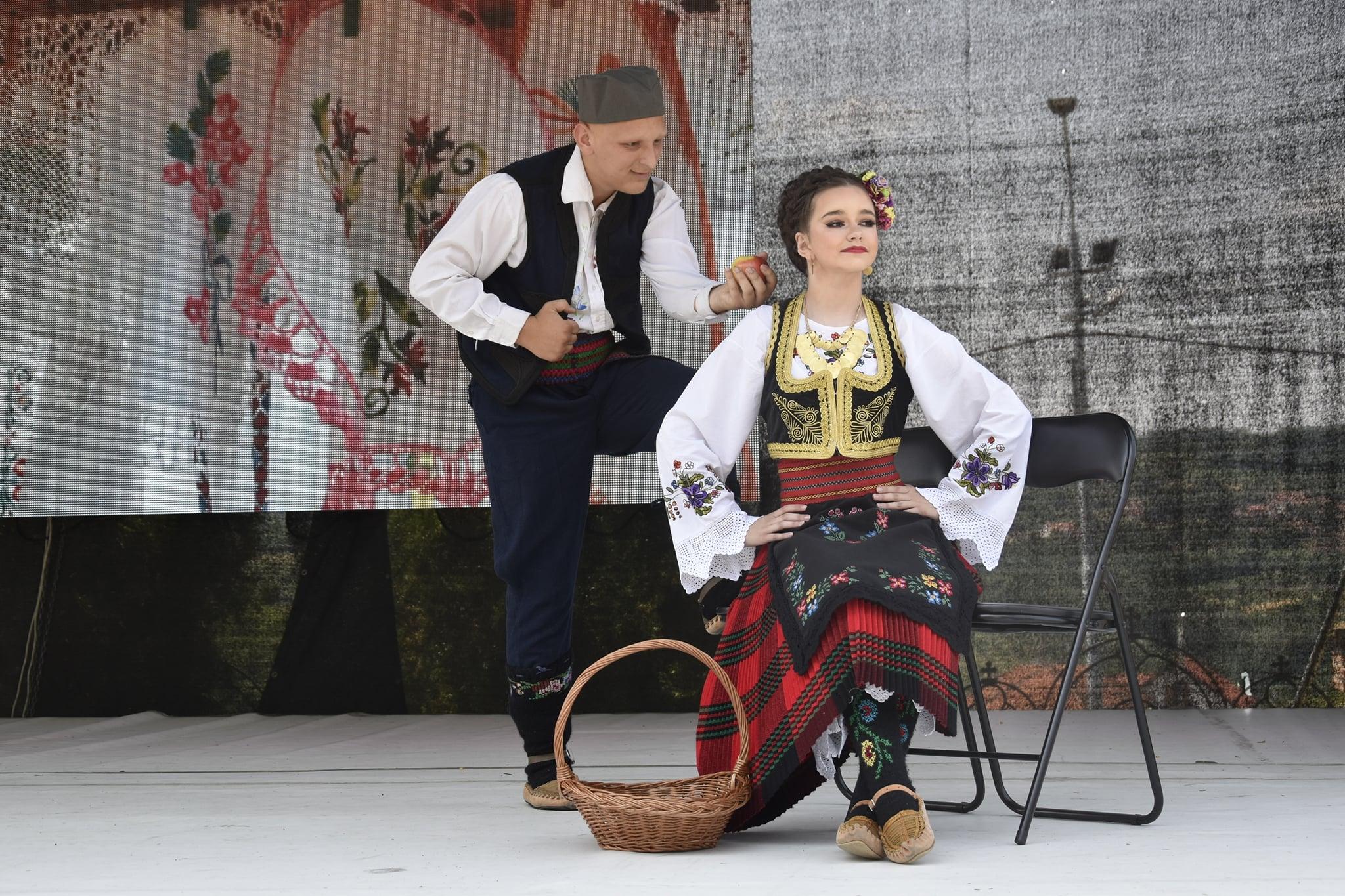 """КУД """"Вук и Наум"""" из Топонице на Етно сајму у Тополи"""